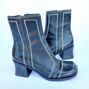 Women's Two Lips Boots Sz 6.5 Black Leather